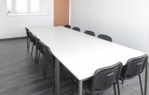 Location salle de formation avec table longue angers